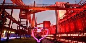 Herz vor Fabrikanlage
