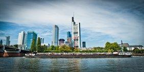 Panorama der Stadt Frankfurt mit Bankhochhäusern