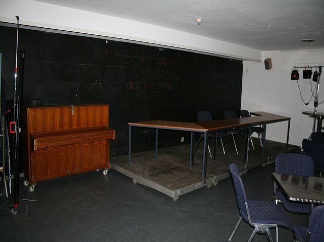 Bühne und Klavier