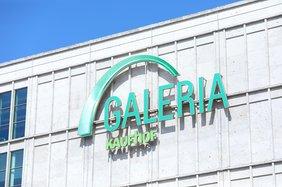 Logo von Galeria Kaufhof an einer Hausfassade